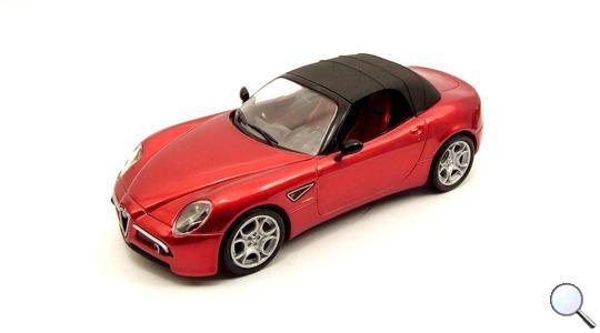 Alfa Romeo 8C Spider con capotta M4 1:43 M47169
