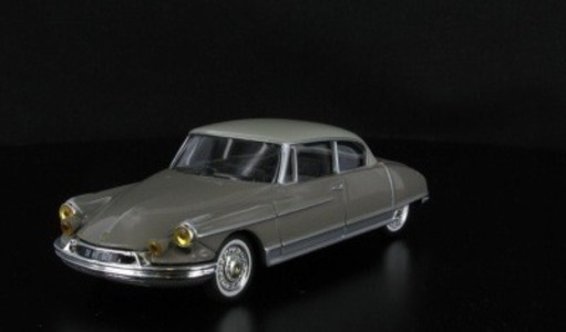 Citroen DS 19 Coach Le Paris Henri Chapron Universal Hobbies 1:43 M1426-10 [Blister]